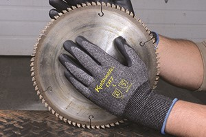 Choose the Right Cut Resistant Hand Protection